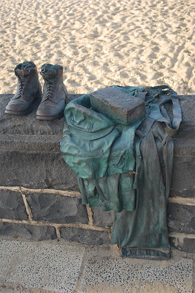 Photograph of Tommy's Story sculpture by Bill Perrin